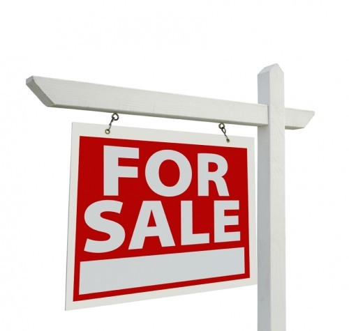 For Sale Sign. Not necessarily. I've seen many Realtors with a ton of