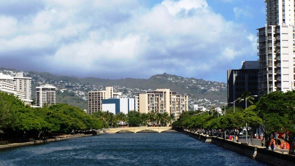 view_to_Kalakaua_Blvd_bridge