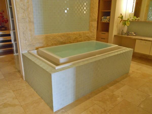 3910 Waakaula bathtub