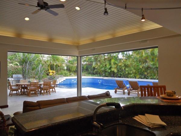 3813 Wailea Ekolu living/dining/pool area