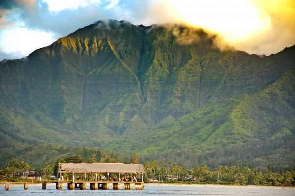 http://www.hawaiilife.com/articles/wp-content/uploads/2012/11/Hanalei-Bay-Pier-View1-600x399.jpg