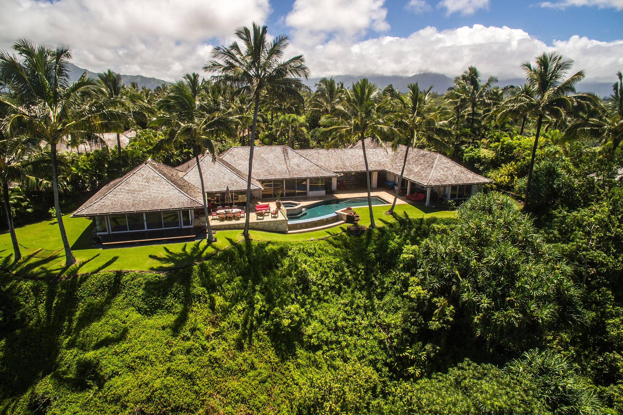 Oceanfront luxury living on kauai 39 s north shore hawaii for Luxury homes in hawaii for sale