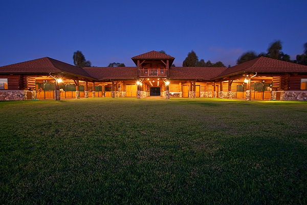 Waiki'i Ranch Private Equestrian Stable