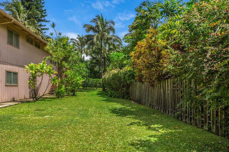 5-7497 KUHIO HWY Sideyard
