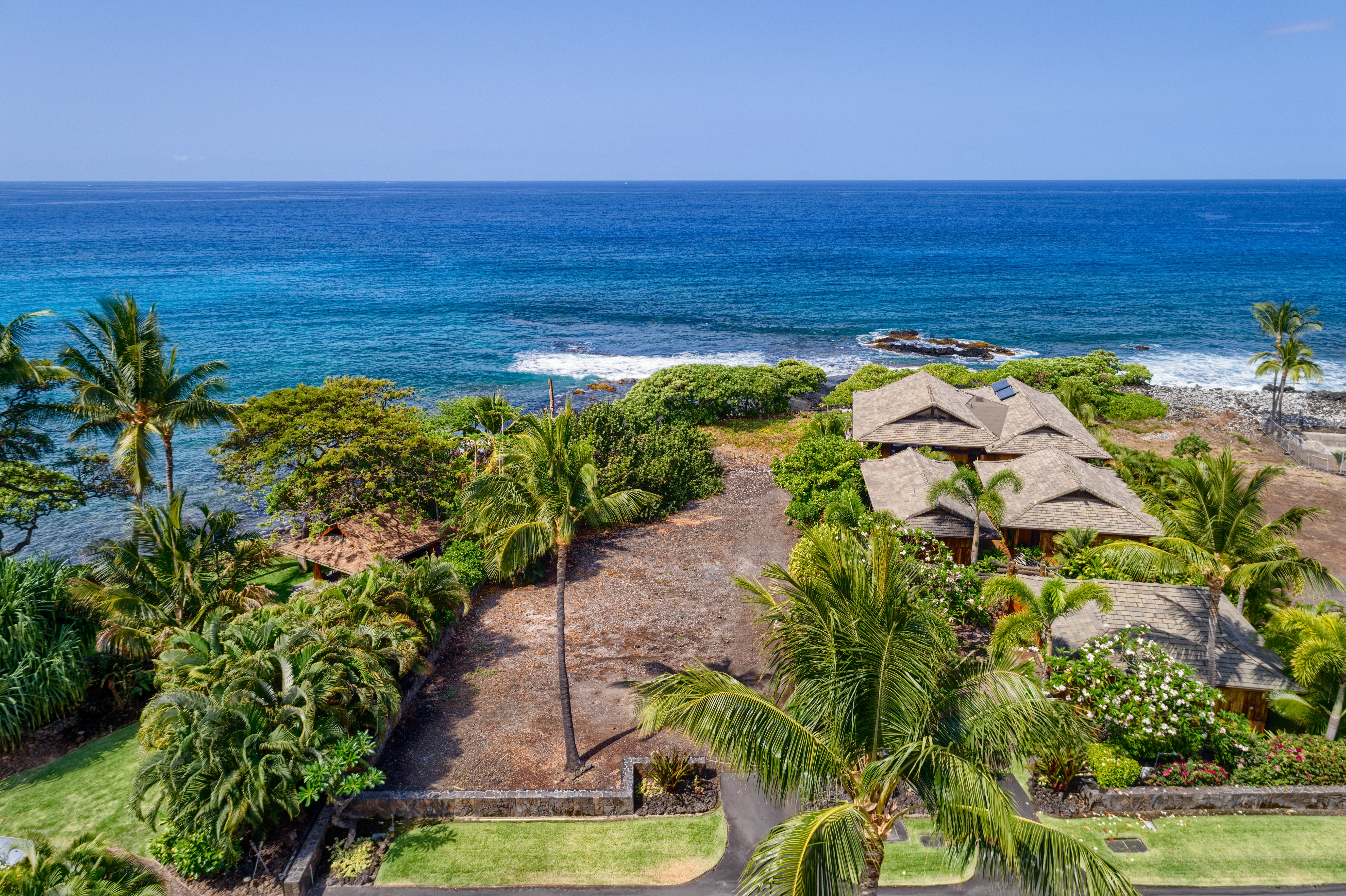 Home and lot for auction on alii drive