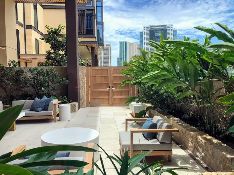 Park Lane condo courtyard