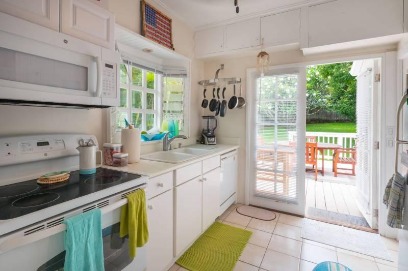 lanikai beach house kitchen