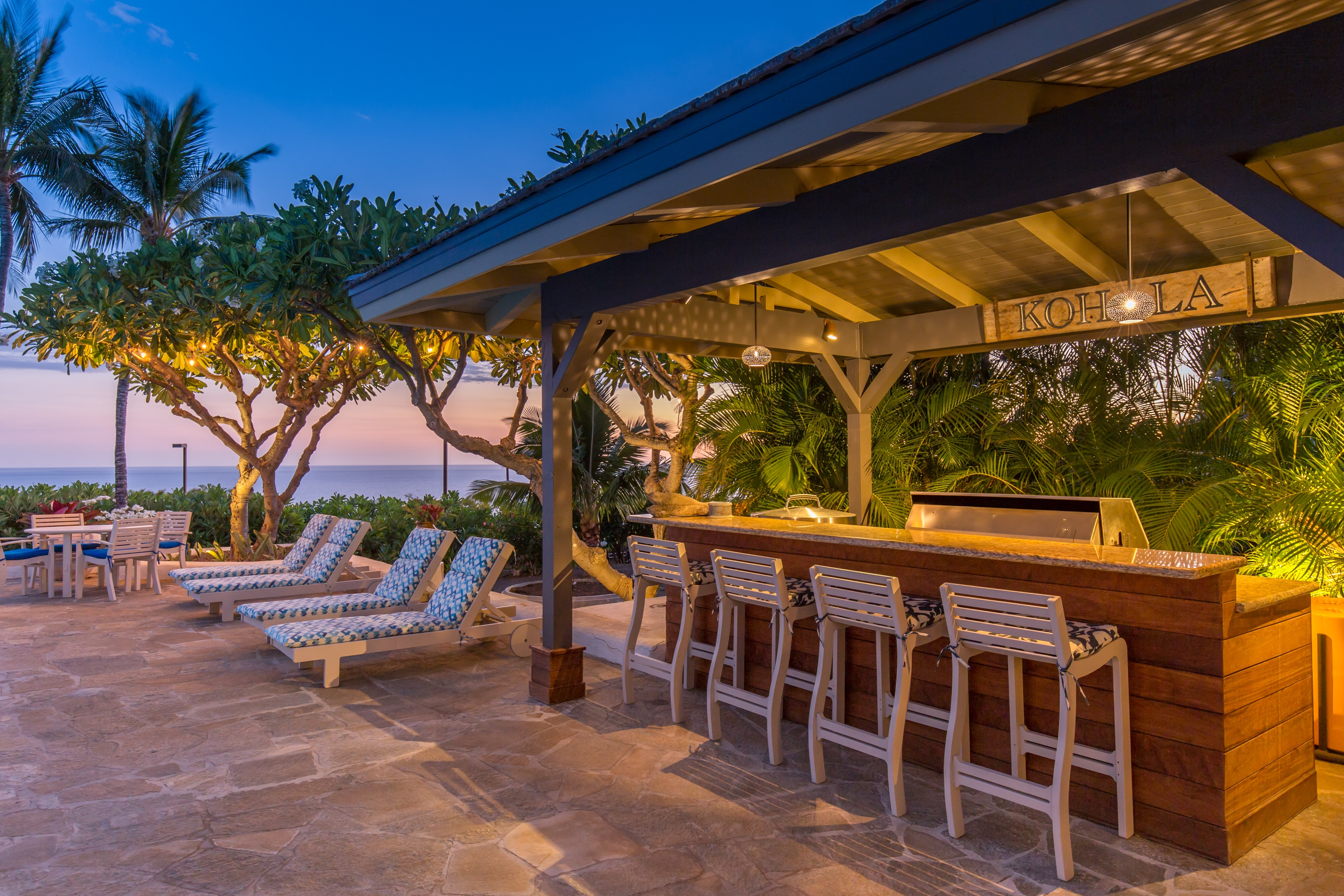 Twilight bar at Kohala Ranch