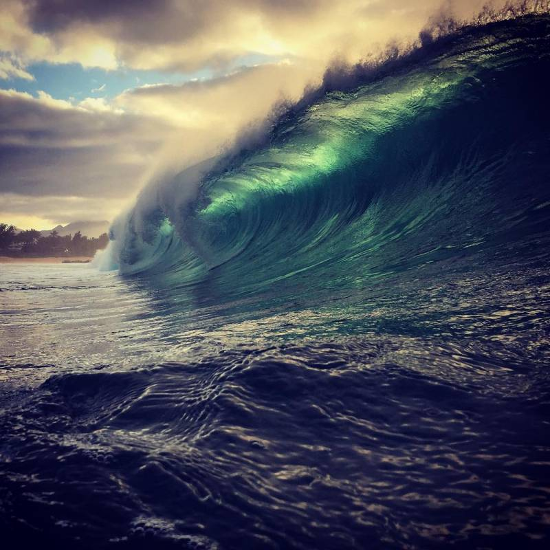 Choose Oahu and see these Big beautiful waves crash at Pipeline on the Northshore Oahu