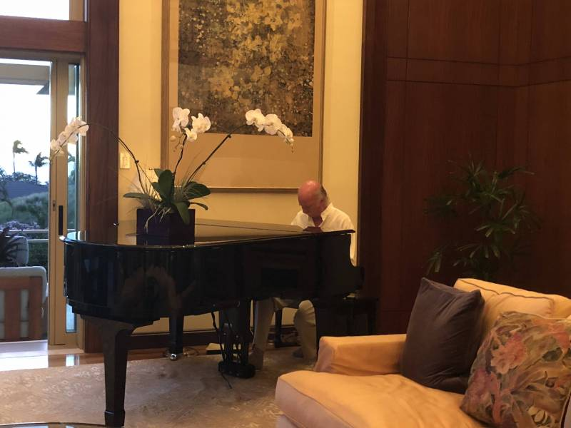 made for entertaining: grand piano being played at Mauna Kea Bluffs home reception
