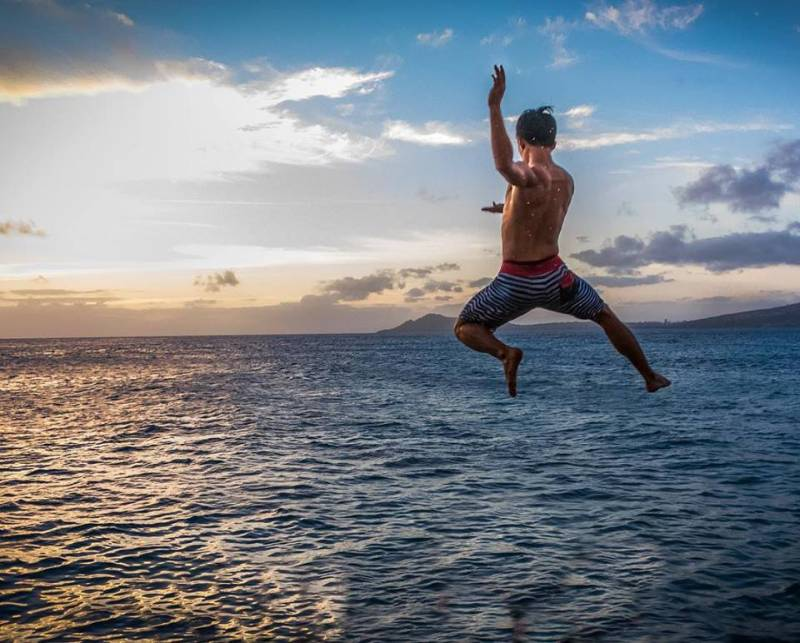 choose Oahu and leap into the abyss like this kid.