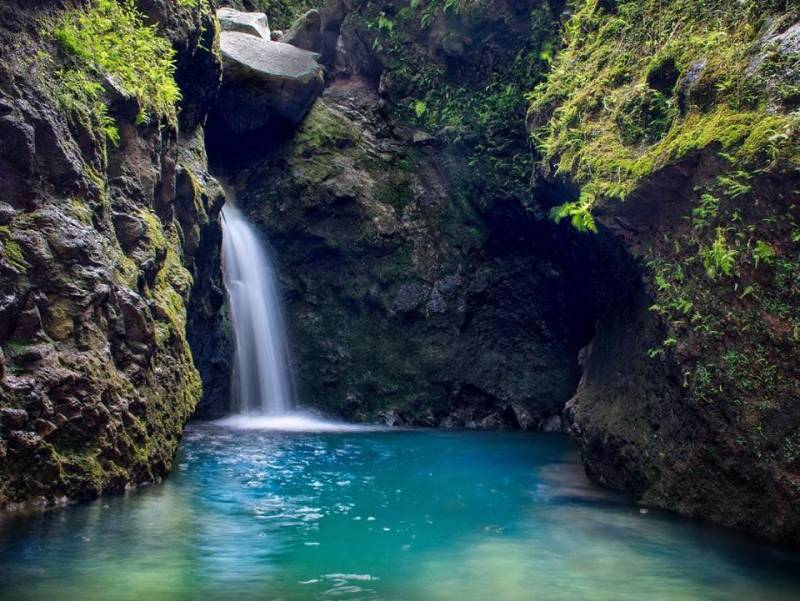 Choose Oahu for the beautiful, secluded, world class waterfall