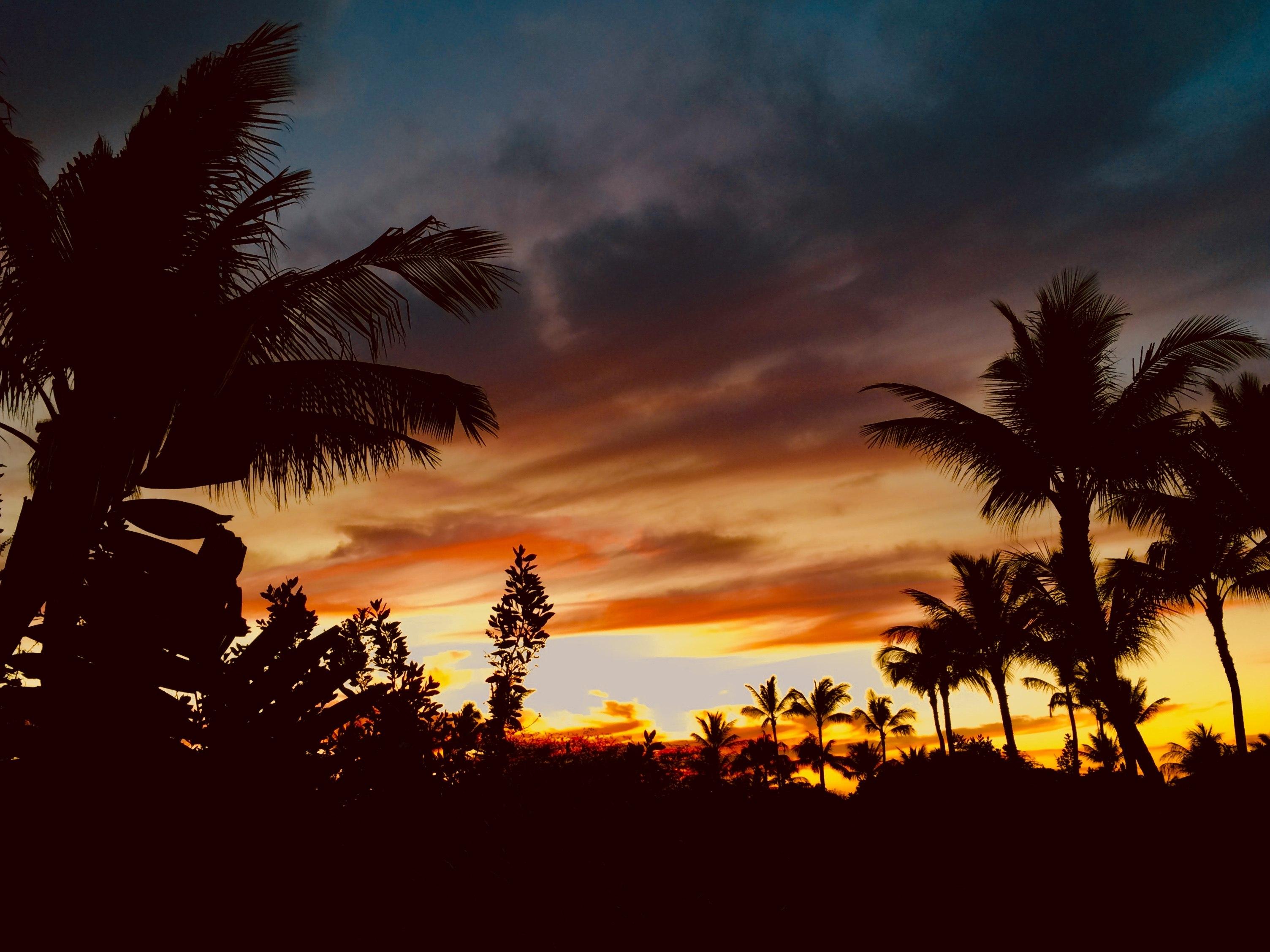 Sunset from Kulalani 204
