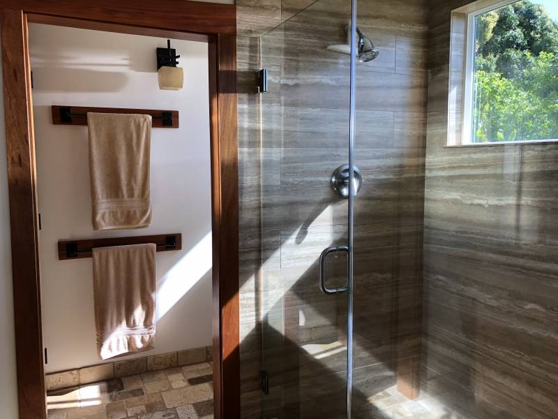 Remodeled bath in Hualua home