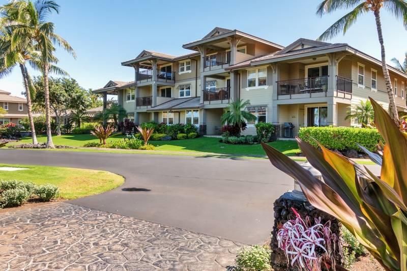 Halii Kai 17a Great Location With