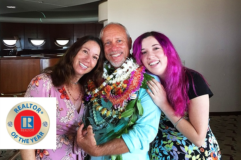 Dave FUTCH receiving the realtor of the year award, together with his wife, andrea and daughter, sabrina