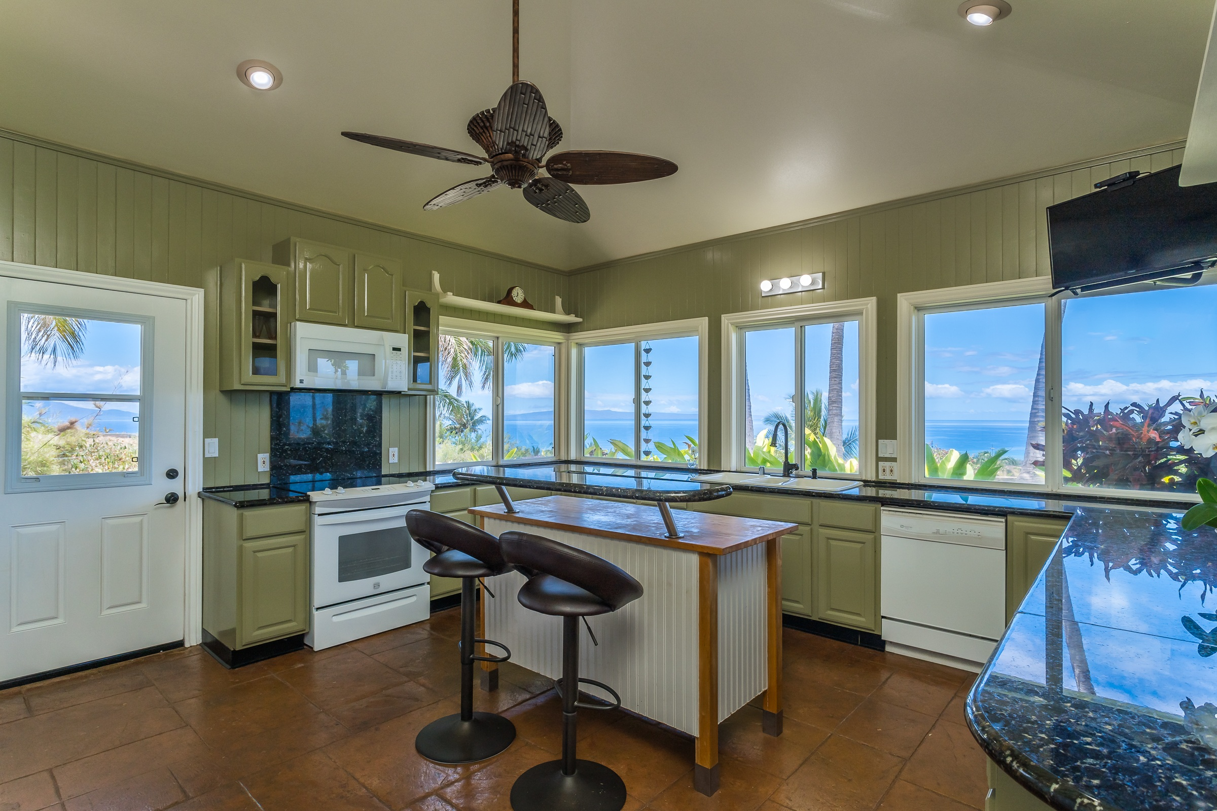 huge open kitchen with ocean views 80 Kalai