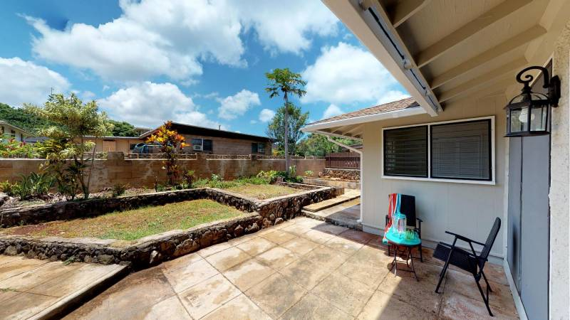 backyard of modern home Haleiwa