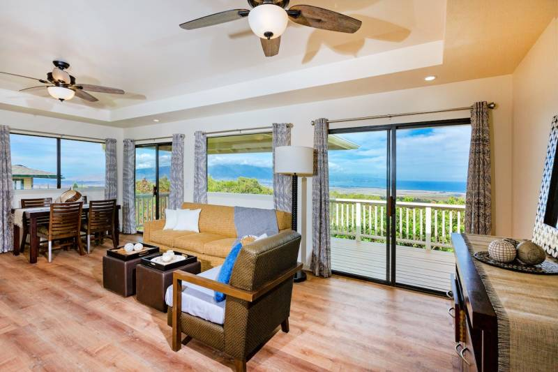 65 Piimauna living room views
