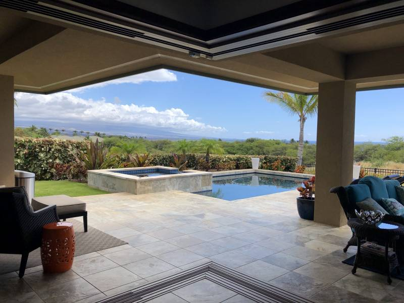 Waiʻulaʻula homes with pool