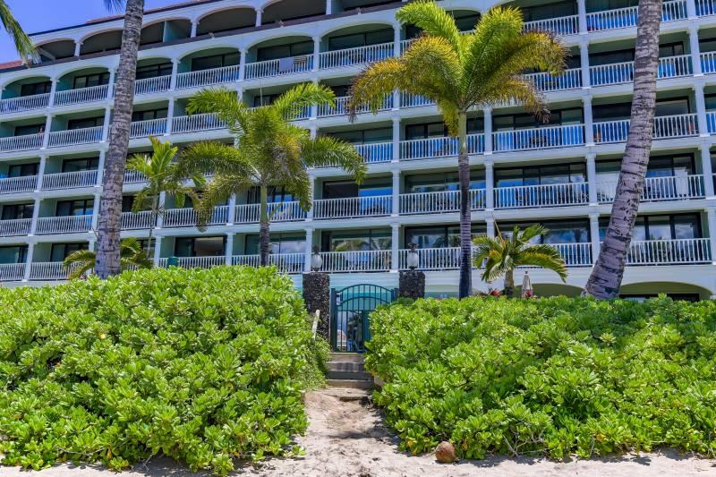 beach access from Lahaina Shores Beach Resort