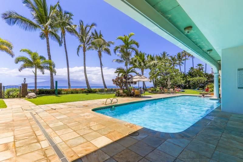 oceanfront pool at Lahaina Shores Beach Resort