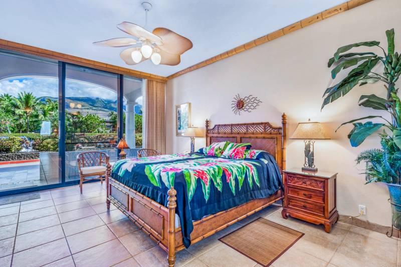 bedroom Lahaina Shores Beach Resort 121