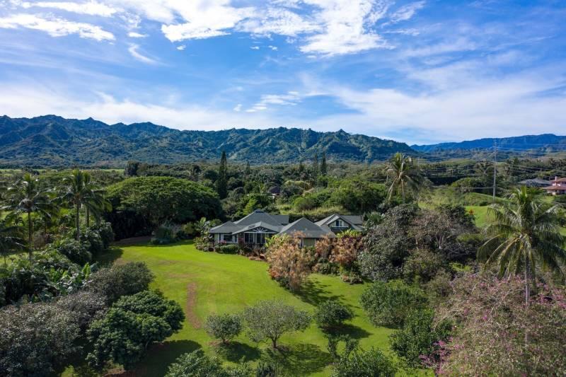 Lush Tropical Landscaping - MLS 636501