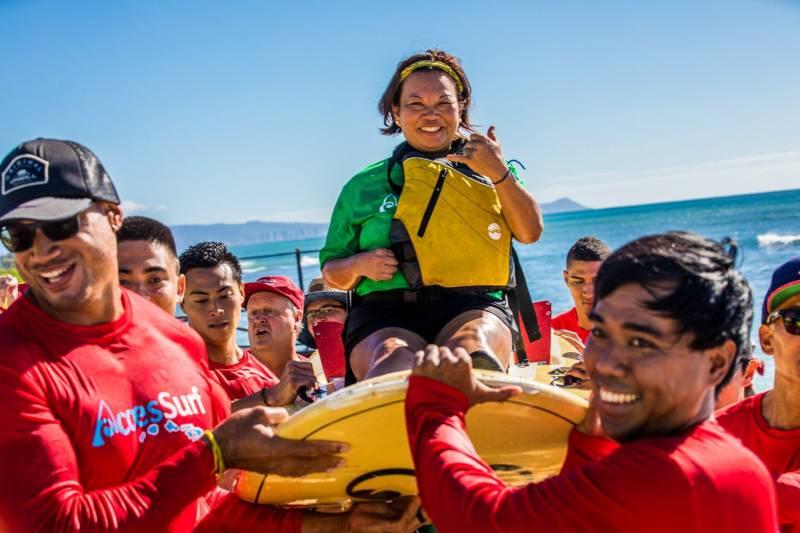accesssurf volunteers on oahu beach