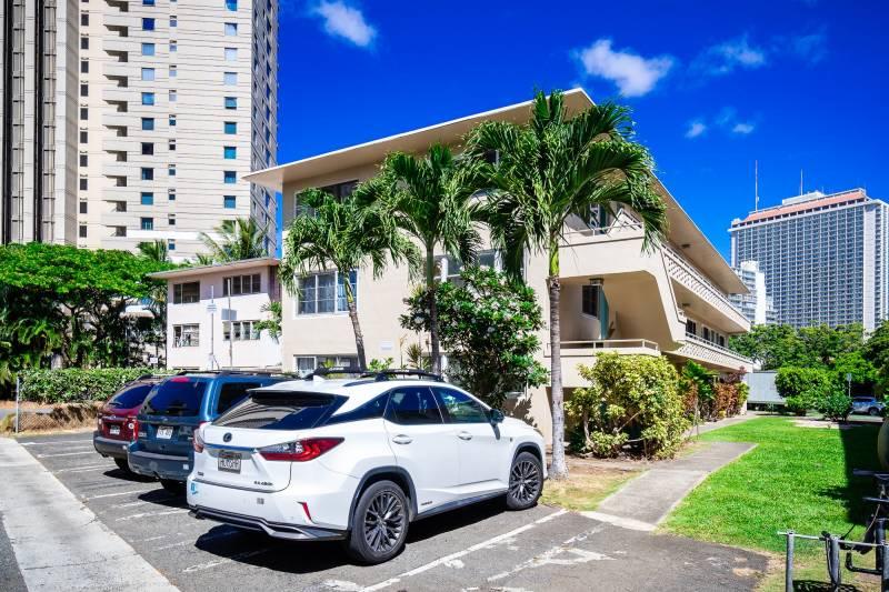 Waikiki condo with parking