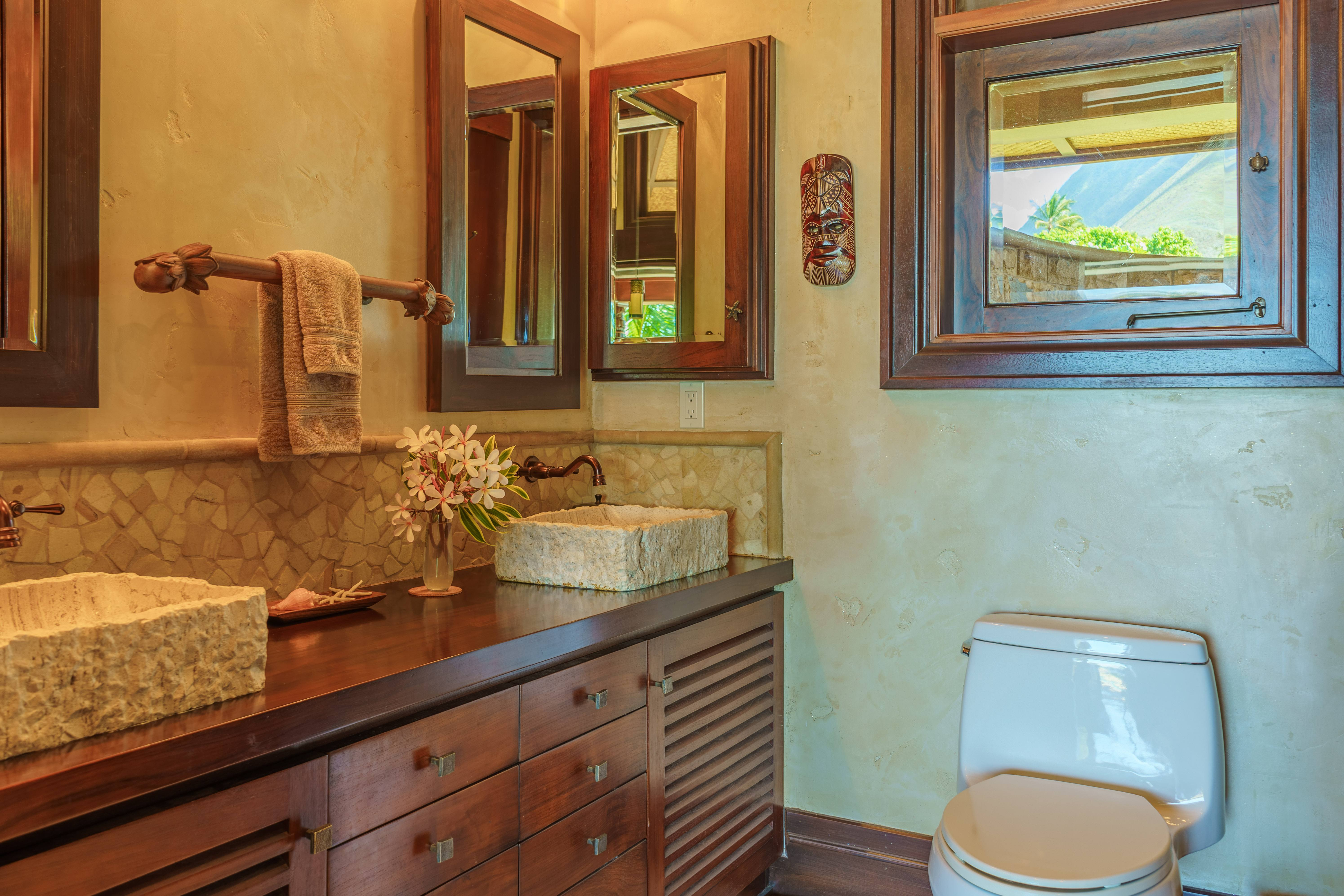 luxury bathroom at Balinese-style estate in Launiupoko maui
