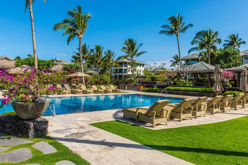 Kolea condo beachfront pool