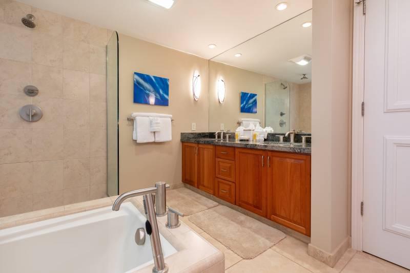 bathroom Makena Surf G201