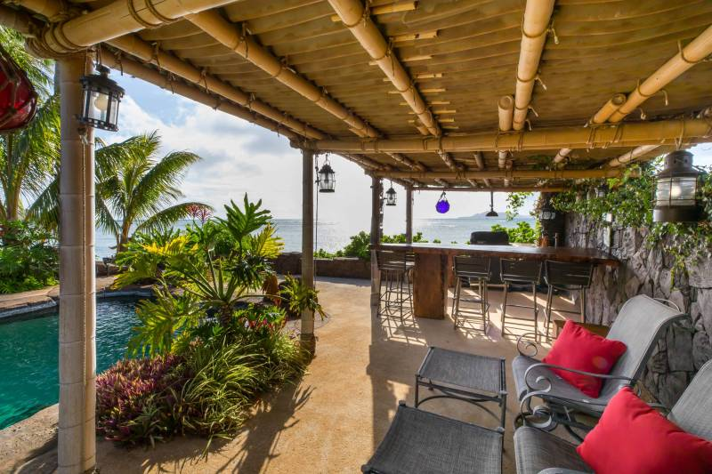 backyard tiki bar and pool portlock oahu