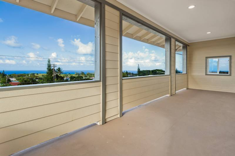 large second story lanai with ocean views