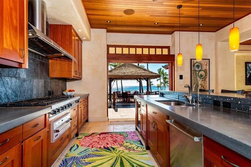 chef's kitchen with viking range in puako big island