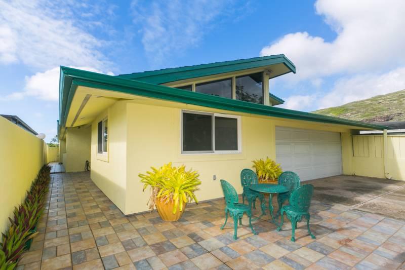garage and lanai hawaii kai oahu home