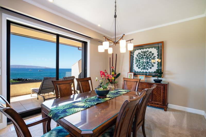 dining room with ocean view at makena surf