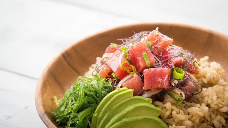 healthy poke bowl with brown rice and avocado