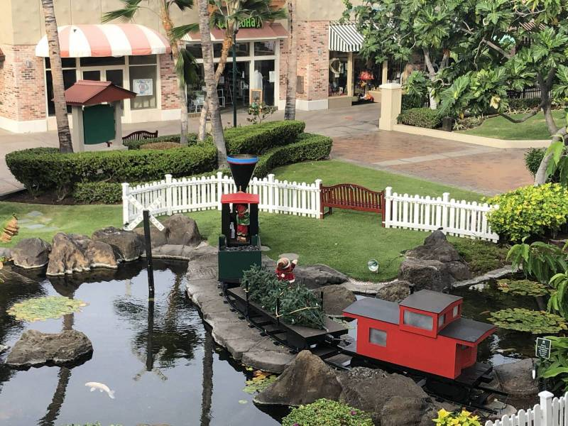 Queens Marketplace at Waikoloa for Christmas