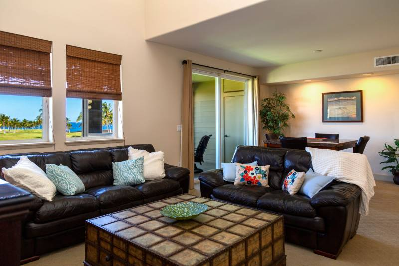Living Room with Ocean View Halii Kai 7G