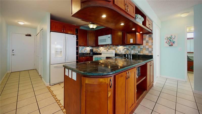 kitchen condo in waikiki