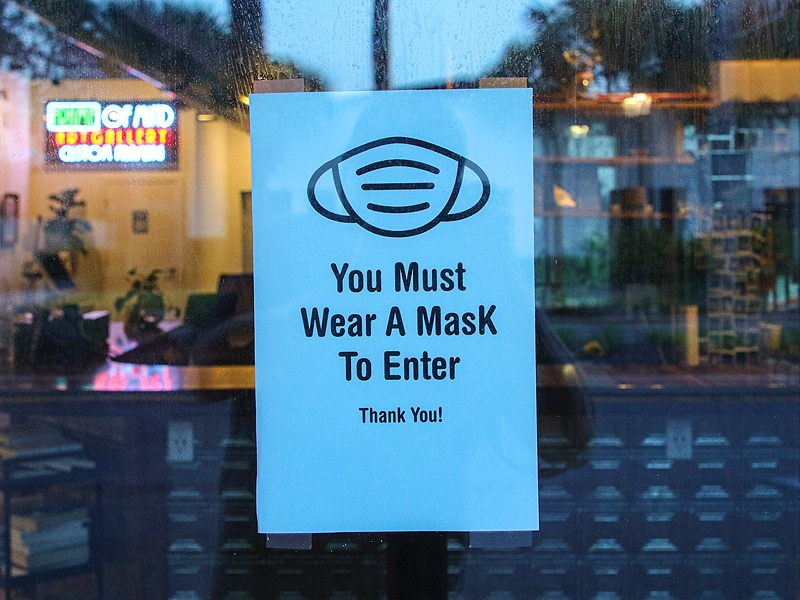 sign saying you must wear a mask to enter