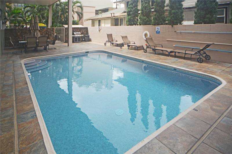 pool at crescent park in waikiki