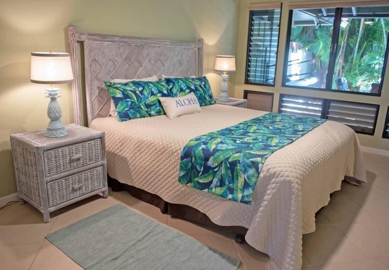 bedroom in puamana condo