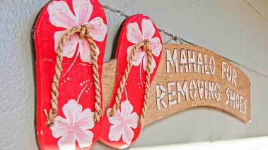 sign that says mahalo for removing shoes