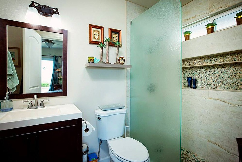 bathroom in maui home