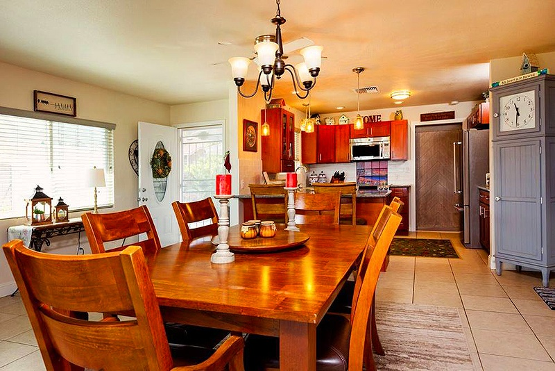 dining room in maui home for sale
