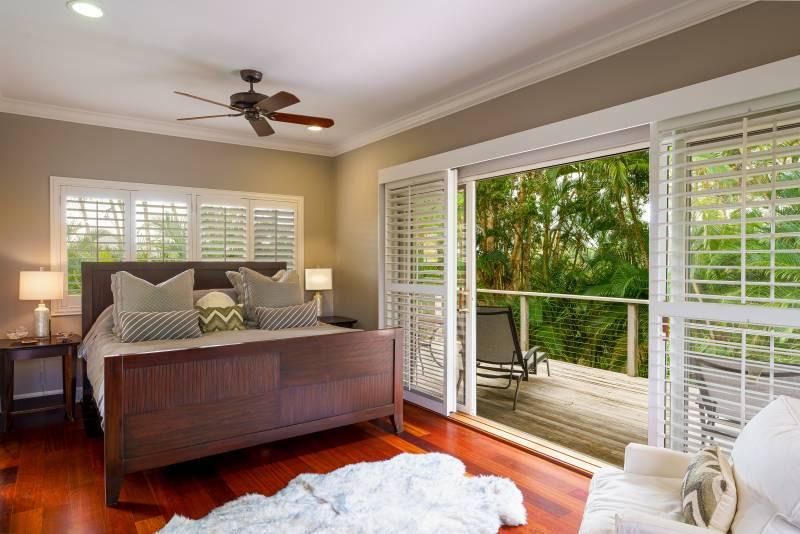 spacious bedroom with lanai