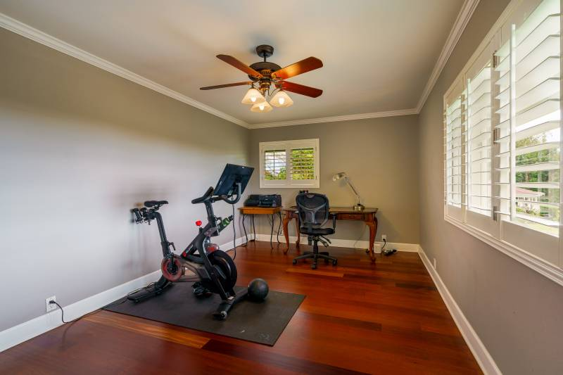 spare bedroom in kauai home for sale